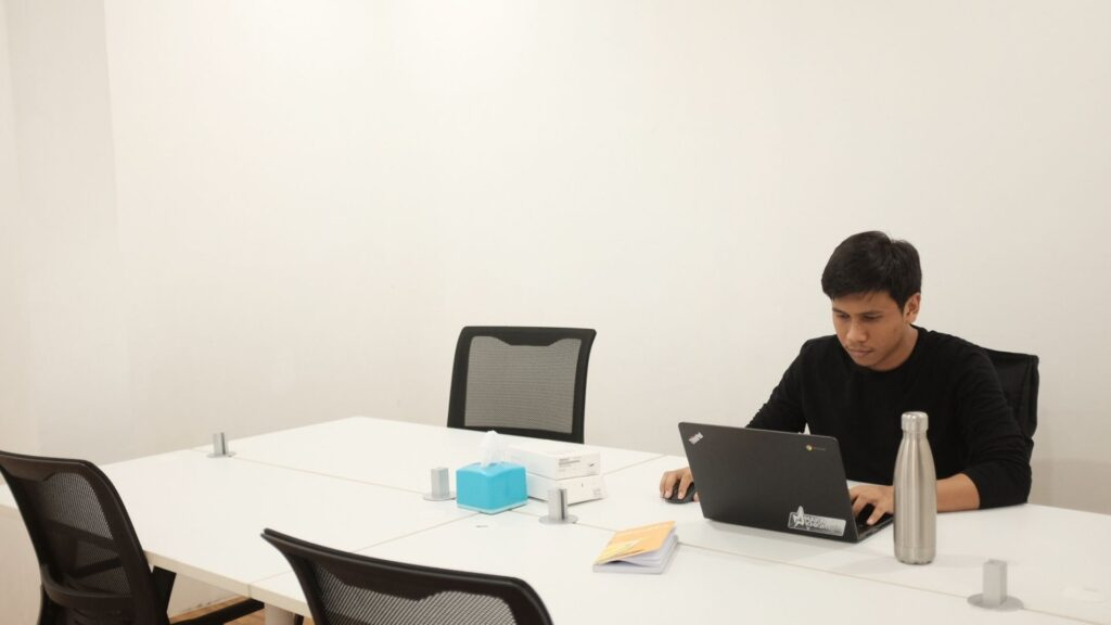 Confie Indonesia Coworking Space - Ruang Meeting Kecil