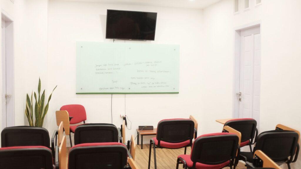 Ruang Kelas - Confie Indonesia Coworking Space